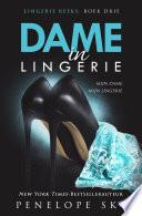 Dame In Lingerie