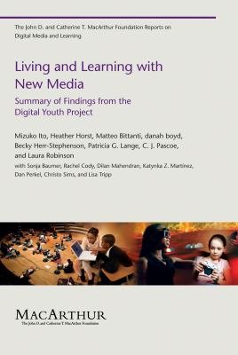 Living and Learning with New Media PDF
