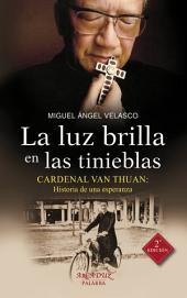 La luz brilla en las tinieblas: Cardenal Van Thuan: Historia de una esperanza